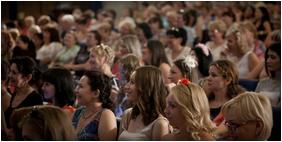 На женской конференции в Ростове-на-Дону 20 девушек заключили завет с Богом о посвящении своей жизни служению до вступления в брак